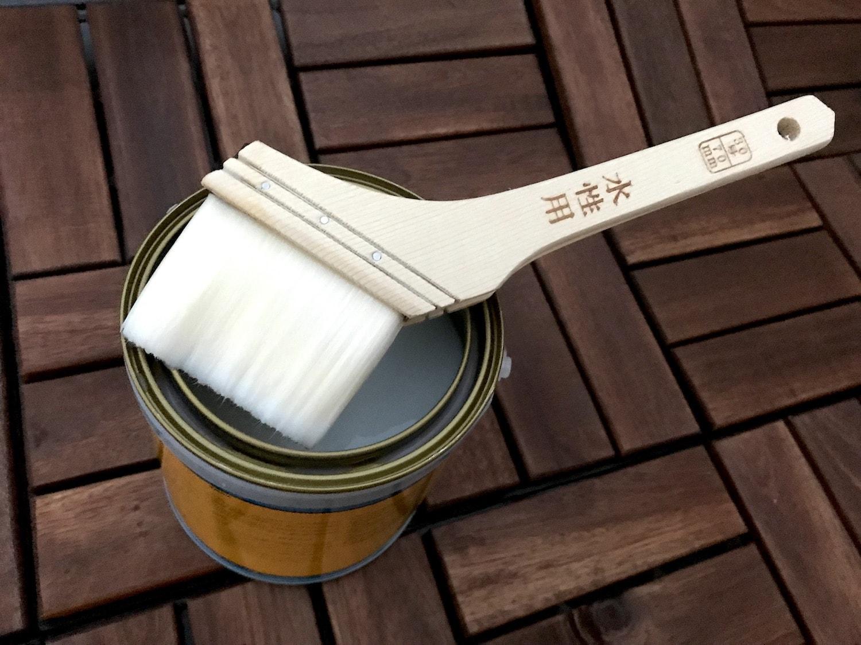 ウッドデッキに塗る防腐剤の写真