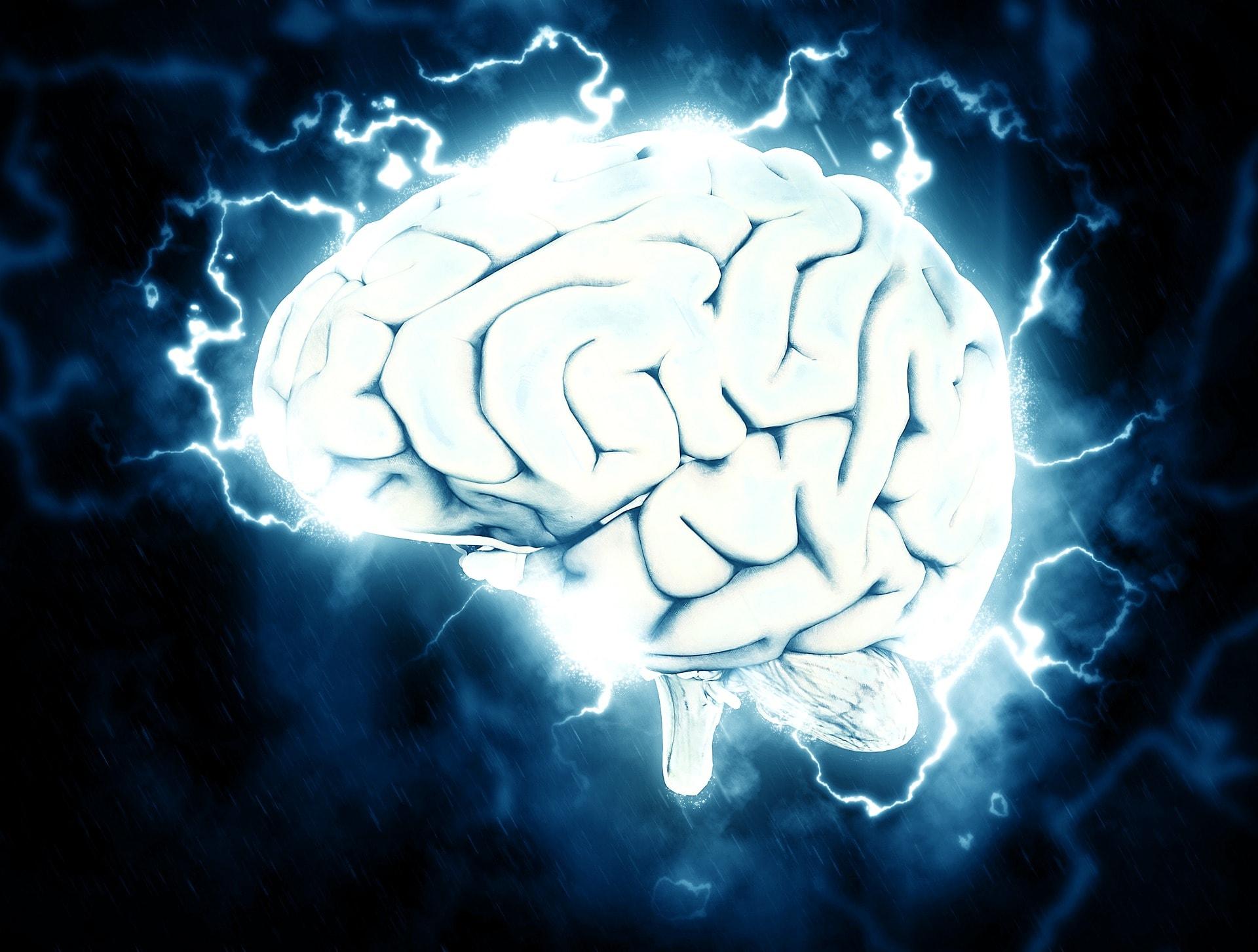 音によって脳が刺激を受けているイメージ写真