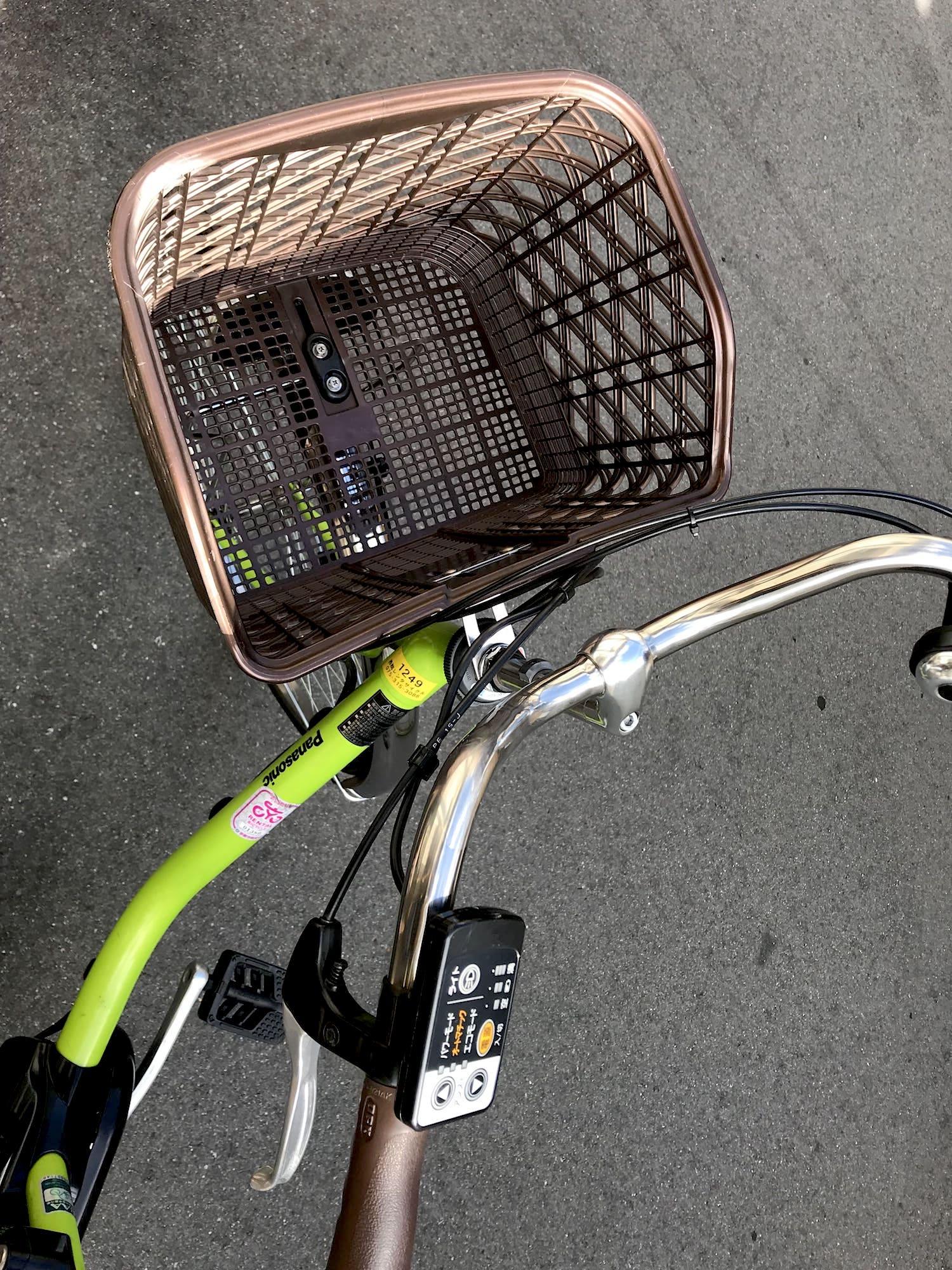 自転車のカゴの写真